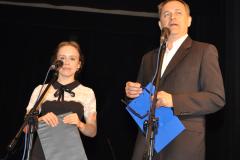 100-lecie miechowskiego LO - Zjazd Absolwentów - prowadzący imprezę - Klaudia Wójtowicz i Maciej Słota - fot. K. Capiga