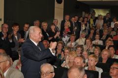 100-lecie miechowskiego LO - Zjazd Absolwentów owacje dla dyr. Ernesta Kolano - fot. K. Capiga