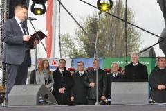 Wybory Chłopa Roku 2016 - goście na tle wójta Adama Samborskiego - fot. Krzysztof Capiga - miechowski.pl