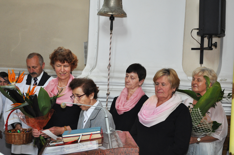 40-lecie kapłaństwa proboszcza - delegacje z życzeniami i kwiatami - miechowski.pl - fot. K. Capigaiechowski.pl - fot. K. Capiga