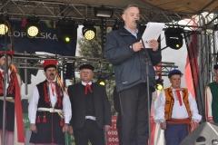 Wybory Chłopa Roku 2017 - pretendenci do tytułu i prowadzący Wojciech Brewczyński - fot. K. Capiga