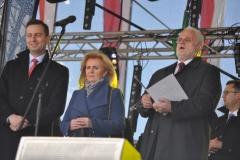 Wybory Chłopa Roku 2017 - oficjele Władysław Kosiniak Kamysz i wojewoda Józef Pilch z małżonką - fot. K. Capiga