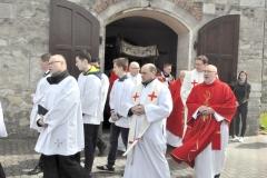 Odpust Parafialny w Książu Wielkim - procesja - kapłani - fot. Krzysztof Capiga - miechowski.pl