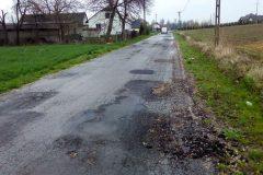 Droga powiatowa w Cyprianowie przed remontem