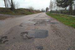 Droga powiatowa Janowiczki-Dziemięrzyce przed remontem