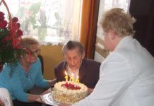 Tort urodzinowy dla stulatki Anieli Jaros