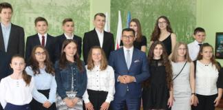 Najlepsi uczniowie nagrodzeni przez burmistrza