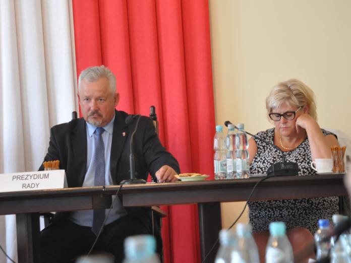 Przewodniczący Rady Mariusz Wolny i wiceprzewodnicząca Regina Siudak