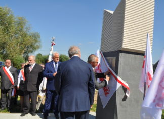 Odsłonięcie pomnika w Swojczanach - miechowski.pl - fot. K. Capiga