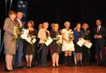 Nagrodzeni przez burmistrza nauczyciele - miechowski.pl - fot. K. Capiga