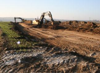 Sprzęt ciężki pracuje nad budową obwodnicy Miechowa