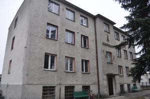 Budynek po POM-ie w Chodowie, gdzie zamieszkali repatrianci