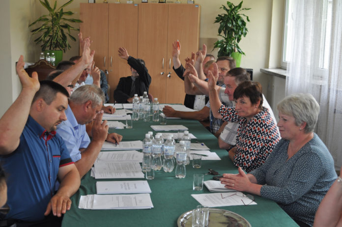 Głosowanie nad absolutorium dla wójta gminy Racławice