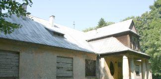 Dwór w Święcicach - źródło: www.miechow.pl