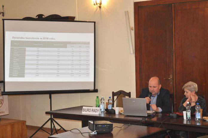Pracownicy Powiatowego Urzędu Pracy w Miechowie (od prawej): dyr. Anna Frączkiewicz i Tomasz Mucha