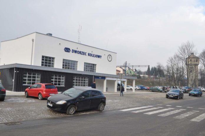 Dworzec Kolejowy w Miechowie w odnowionej odsłonie - fot. K. Capiga