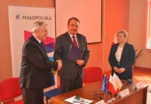 Podpisanie umowy na usuwanie azbestu z gminy Kozłów