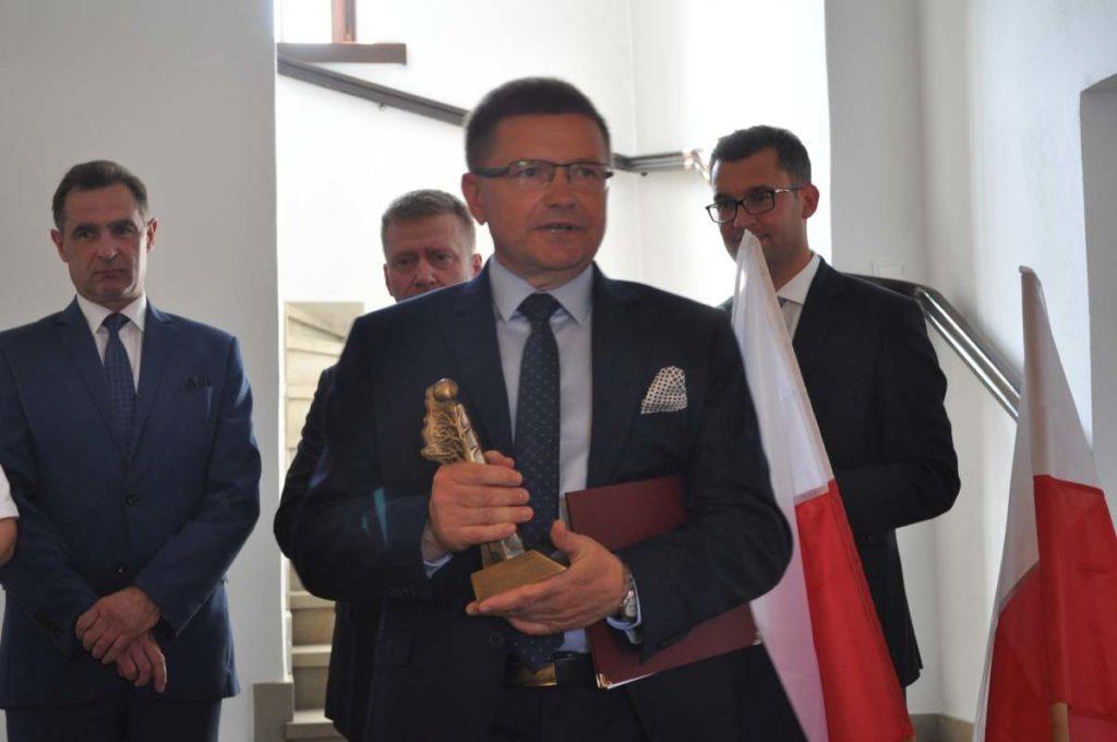 """Gmina Racławice """"Przyjacielem Powiatu 2018"""" - wójt Adam Samborski odebrał zaszczytne wyróżnienie"""