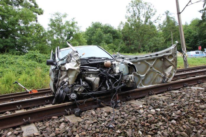 Wypadek na przejeździe kolejowym w Przesławicach
