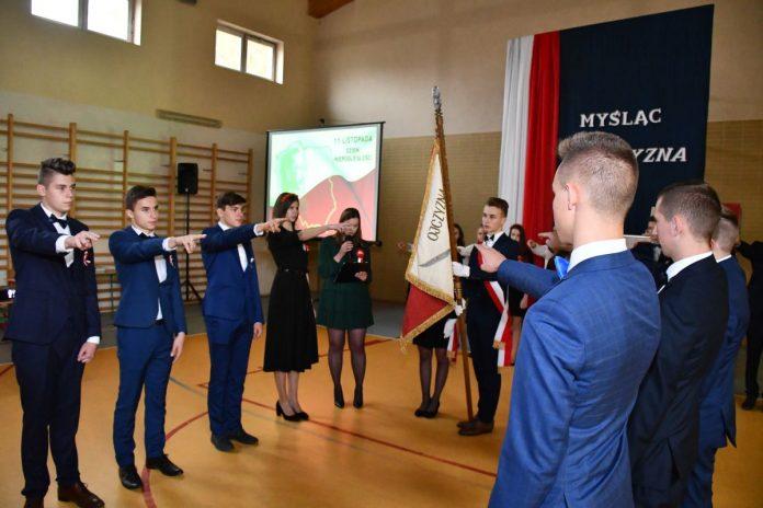 Ślubowanie pierwszoklasistów Zespołu Szkół Nr 1 w Miechowie