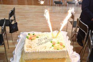 Jubileuszowy tort na 50-lecie pożycia małżeńskiego w Charsznicy