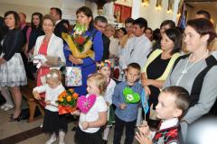 40-lecie kapłaństwa proboszcza - delegacje z życzeniami i kwiatami - miechowski.pl - fot. K. Capiga